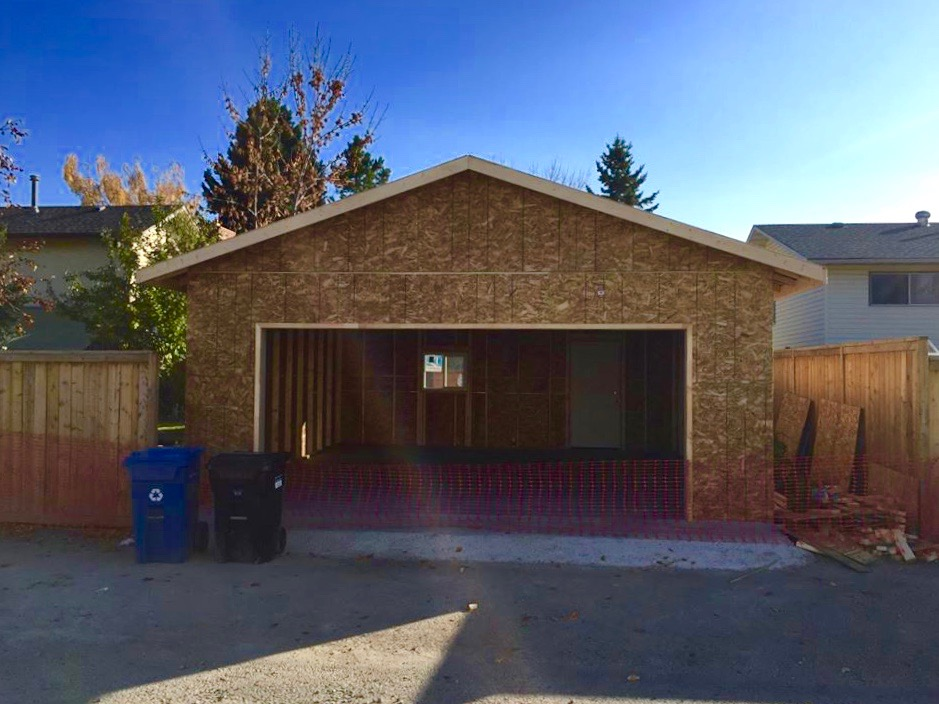 Calgary Garage by Bedrock Construction
